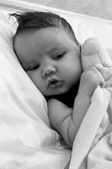 Schlaf, Birdie, schlaf... Jessica Simpson wünscht ihren Instagram-Followern mit diesem schnuckeligen Foto ihrer Tochter Birdie Mae eine gute Nacht.
