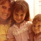 Victoria Beckham bedankt sich bei ihrer Mutter Jackie Adams mit dieser süßen Erinnerung aus Kindertagen. Dabei haben die Briten ihren Mother's Day schon Ende März gefeiert.