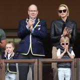 Fürst Albert von Monaco, Fürstin Charlène, Prinzessin Gabriella und Prinz Jacques beim 9. Sainte Devote Rugby Turnier im Stade Louis II Fussballstadion in Monaco. Wie gewohnt sind die beiden Mini-Monegassen genauso stylisch unterwegs wie Mama und Papa.