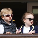 Sonnenbrille auf die Nase und Lolli in die Hand:Royale Pflichttermine nehmen Prinz Jaques und Prinzessin Gabriella ganz entspannt.