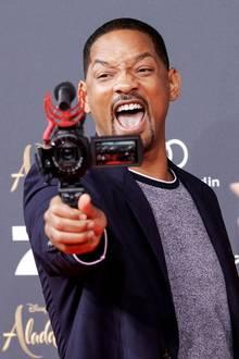 """11. Mai 2019  Ohne seine Späßchen wäreWill Smith nicht er selbst. Bei der """"Aladdin""""-Premiere in Berlin zeigt der Schauspieler mal wieder sein Gute-Laune-Repertoire."""