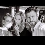 Chris Hemsworth bedankt sich am Muttertaginsbesondere bei seiner Mutter Leonie und seiner Frau Elsa Pataky, mit der der Schauspieler mittlerweile drei gemeinsame Kinder hat.