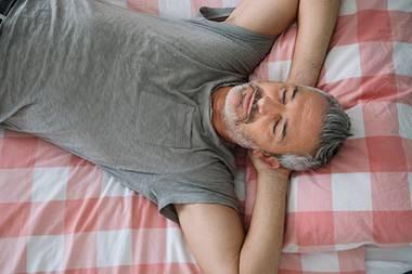 Mit der richtigen Bettposition schläft es sich endlich besser