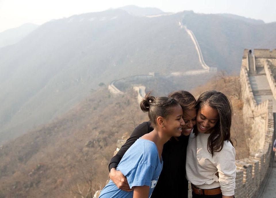 Barack Obama teilt am Muttertag eine tolle Aufnahme vonMichelle Obama und seinen beiden Töchtern und macht seiner Ehefrau nebenbei eine wunderschöne Liebeserklärung.