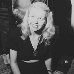 Am Anfang ihrer Karriere tritt Doris Day beim Rundfunk und in Nachtklubs auf.