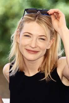 Cate Blanchett lächelt in die Kamera: 1995 hat sie gerade die Ophelia in einer Neuproduktionvon Hamlet gespielt. Zu dieser Zeit machte sieihre ersten Schritte im Filmgeschäft. Heute ist sie aus der Branche als Darstellerin und Theaterdirektorin kaum noch wegzudenken. Dabei sieht sie so jung wie eh und je aus...