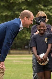 Prinz William nimmt an einem Fußballtraining des Fußballprogramm Wildcats Girls' teil