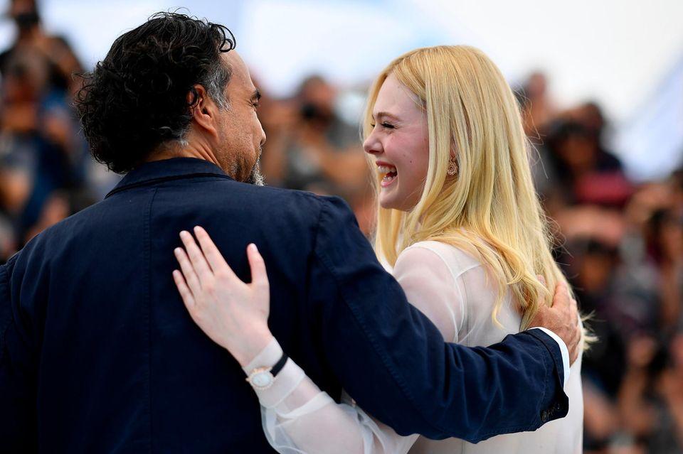 """JurypräsidentAlejandro González Iñárritu und Elle Fanning kennen sich schon lange: Die Schauspielerin hat bereits 2006 in demEpisodenfilm """"Babel"""" des mexikanischen Regisseurs mitgespielt."""