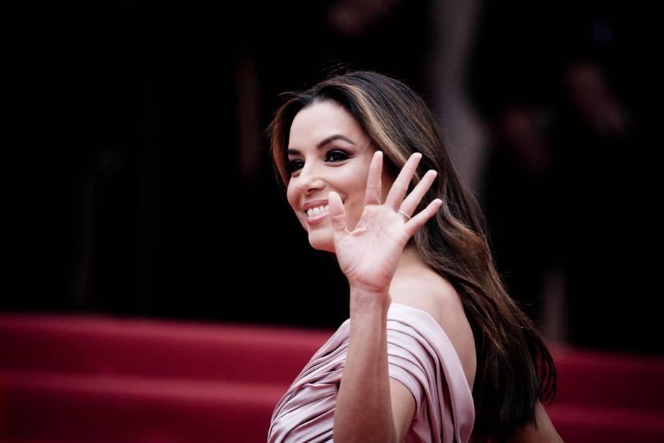Herzliche Begrüßung: Eva Longoria winkt bei ihrer Ankunft den Fotografen und ihren Fans zu.