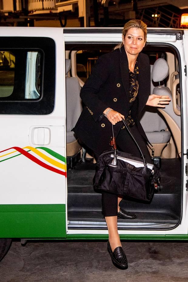 Nach ihrer Ankunft in Addis Abeba wird Königin Máxima zur Präsidentin Äthiopiens,Sahle-Work Zewde, gebracht.