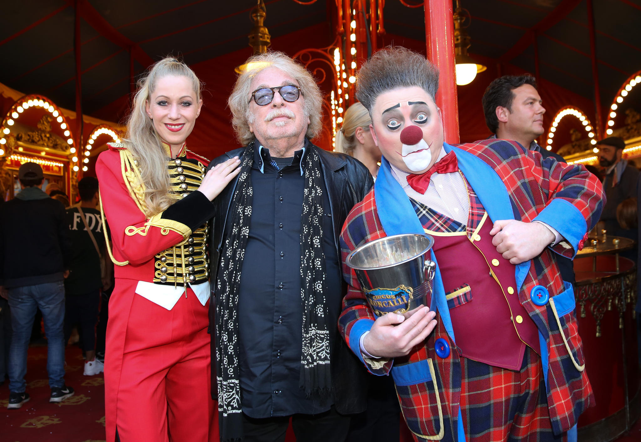 Zirkus-Roncalli-Chef Bernhard Paul (mitte) ist glücklich über sein Programm