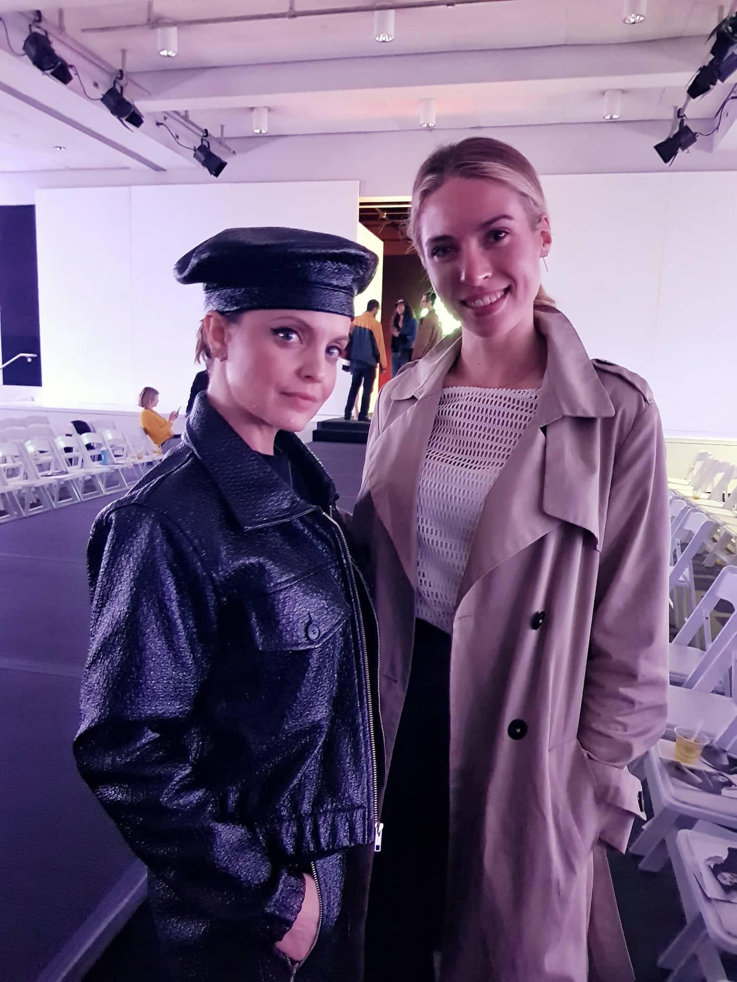 Ronja Ebeling von GALA traf Mena Suvari bei der veganen Fashion Week in Los Angeles. Die Schauspielerin trug einen kompletten Look aus veganem Leder.