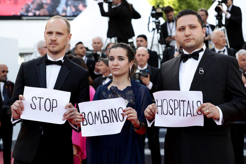 """Zwischen all dem Glamour finden sich bei den 72. Internationalen Filmfestspielen auch immer wieder starke, politische Statements wieder. So wie bei der Filmvorführung von """"Les Miserables""""."""