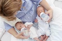 Überraschung: Frau erhält nach Zwillingsgeburt diese Nachricht