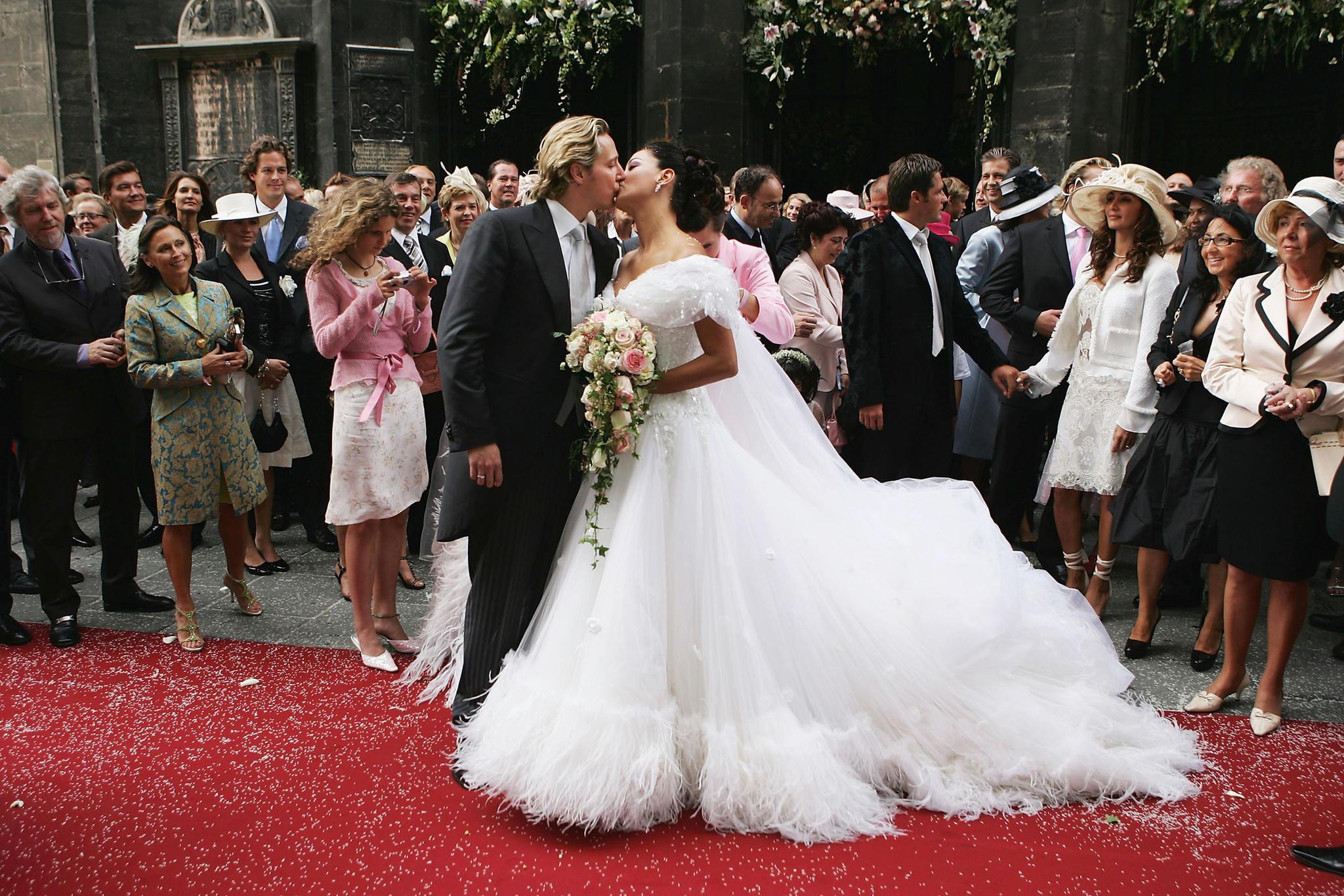 Karl Lagerfeld entwarf das Hochzeitskleid von Verona Pooth.