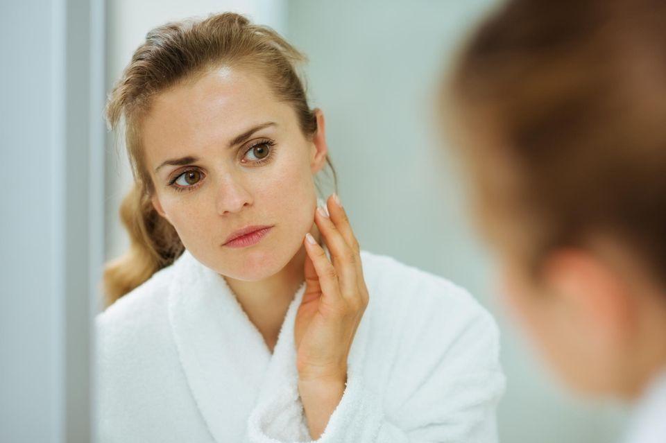 Mitesser treten besonders häufig im Gesicht auf