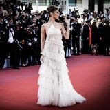 Wenn Bella Hadid auf dem Roten Teppich in Cannes erscheint, stehen die Fotografen Schlange.