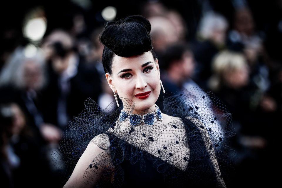 Auch bei den Filmfestspielen in Cannes bleibt Dita von Teese ihrem Stil treu.