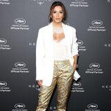 Gold scheint derzeit ihr Ding zu sein. Am selben Tag kombinierte Eva Longoria schon eine schimmernde Hose zum weißen Blazer.