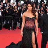 Priyanka Chopra erschien ohne ihren Ehemann Nick Jonas auf dem roten Teppich. Neben diesem Kleid vonRoberto Cavalli Couture hätte dieser aber auch keine Aufmerksamkeit bekommen.
