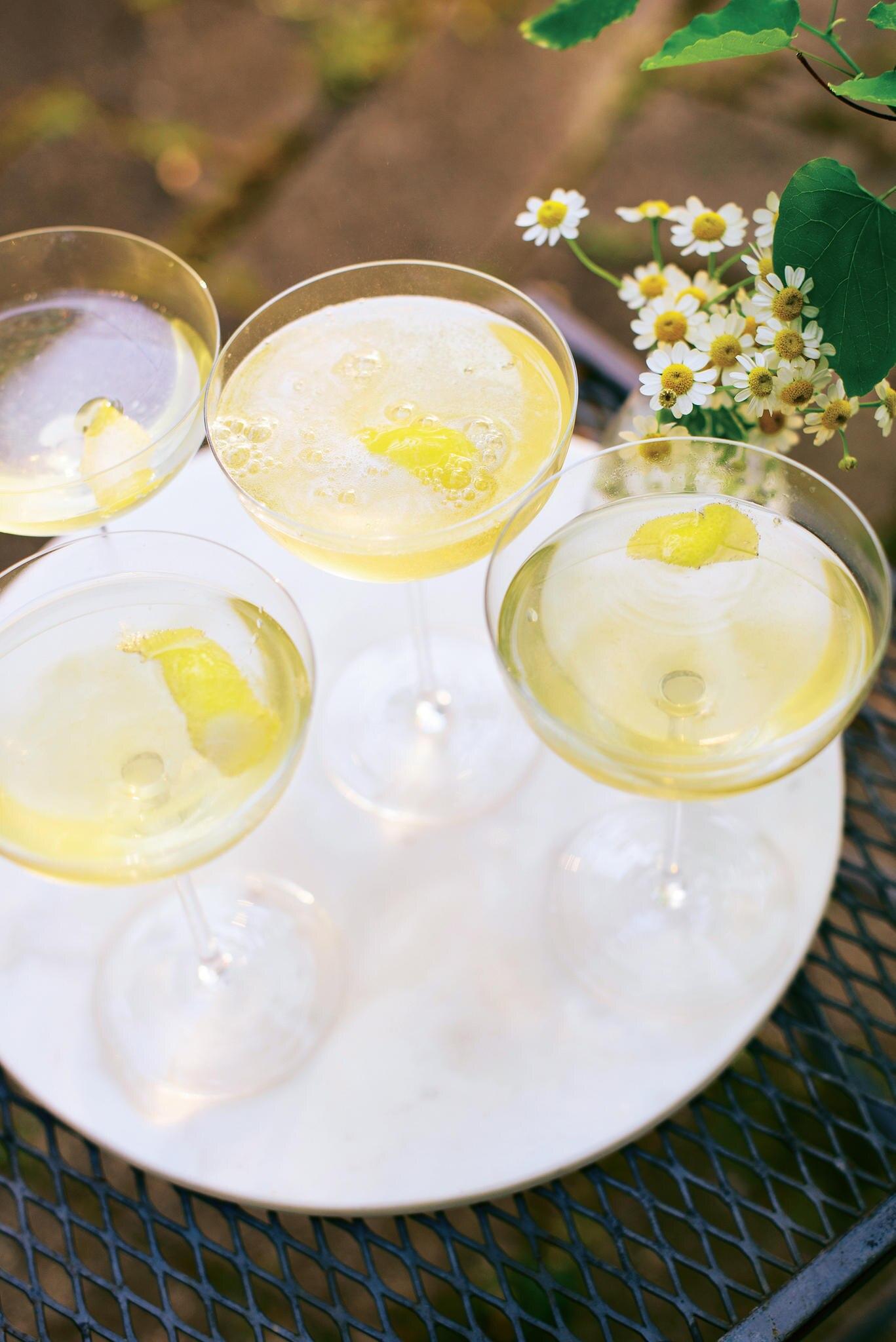 Holunderblüten-Champagner-Cocktail: Cheers auf 25 Jahre GALA!