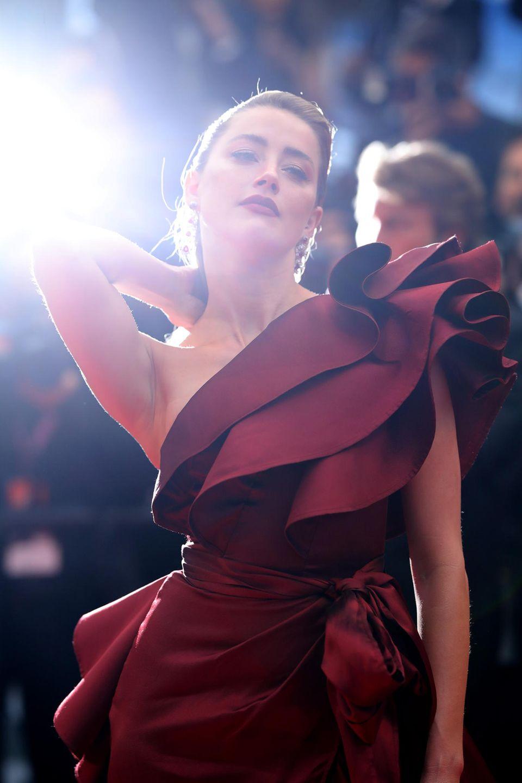 """Amber Heard weiß sich bei der """"Pain And Glory""""-Premiere perfekt in Szene zu setzen."""