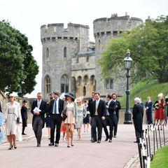 Die ersten Hochzeitsgäste treffen bei derSt George's Chapel ein, um mit Lady Gabriella Windsor und Tom Kingston ihren großen Tag zu feiern.