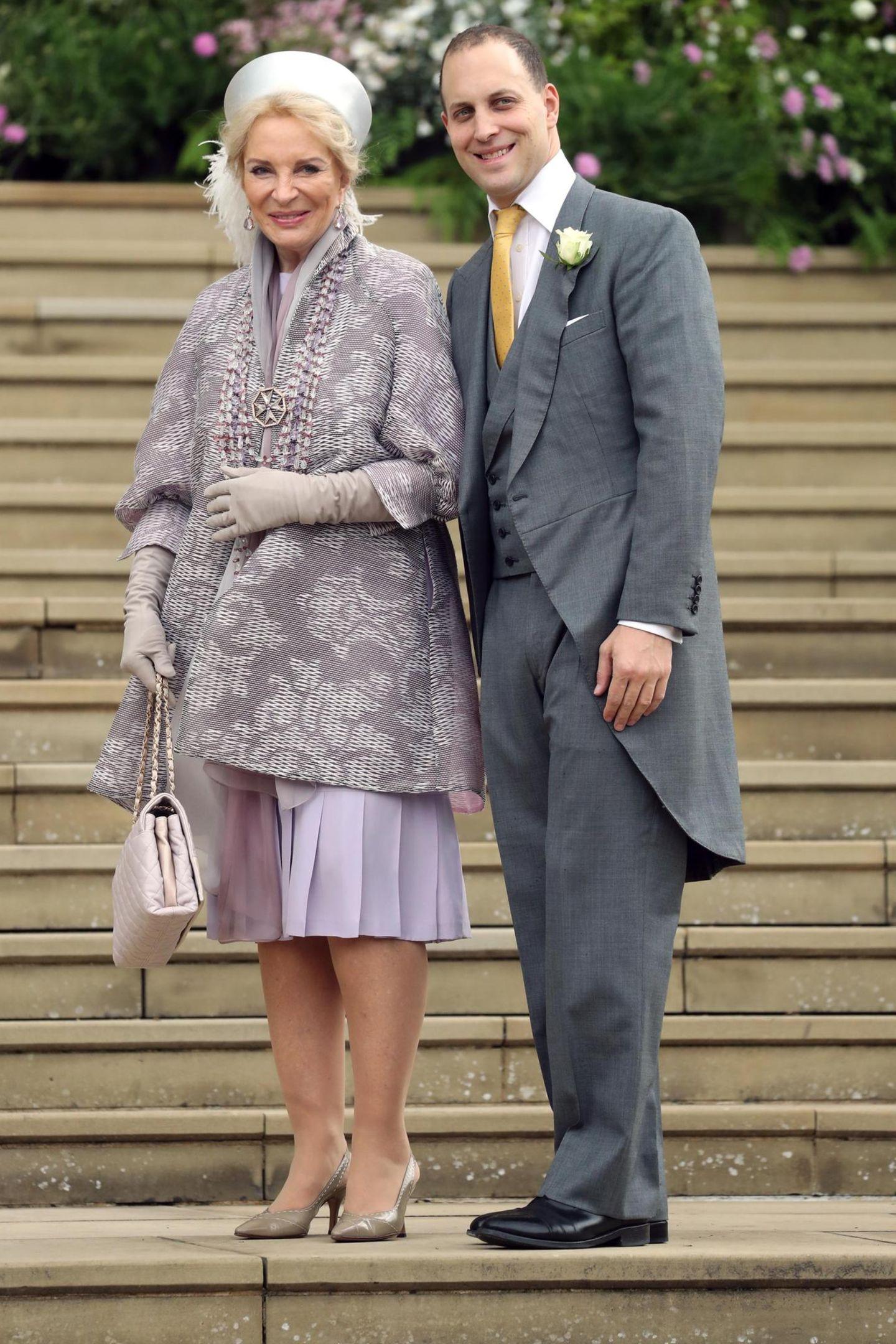 Brautmutter Prinzessin Michael von Kent und Lady Gabriellas BruderLord Frederick Windsor sind mit dem Auto vorgefahren.