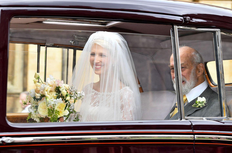 Erster Blick auf die Braut: Lady Gabriella Windsor kommt gemeinsam mit ihrem Vater Prinz Michael von Kent bei derSt George's Chapel an.