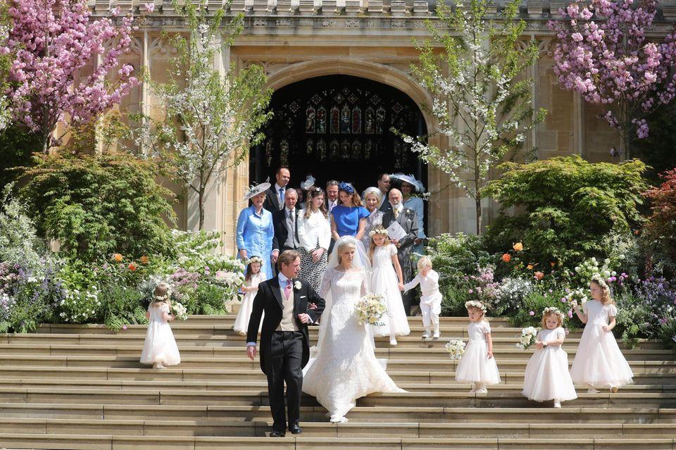 Als frisch vermähltes Ehepaar verlassen Lady Gabriella Windsor und Thomas Kingston die Kapelle.
