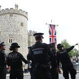 Die Polizei checkt rund um Schloss Windsor die Lage.