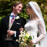 Verliebt strahlt Tom Kingston seine Ehefrau Lady Gabriella Windsor an.