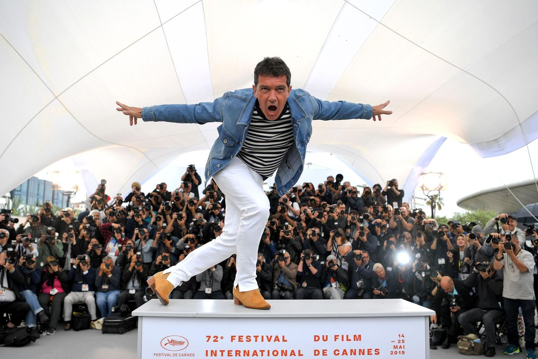 """Bei der Pressekonferenz zu """"Dolor Y Gloria (Pain and Glory)"""" bietet Antonio Banderas den Fotografen abwechslungsreiche Posen."""