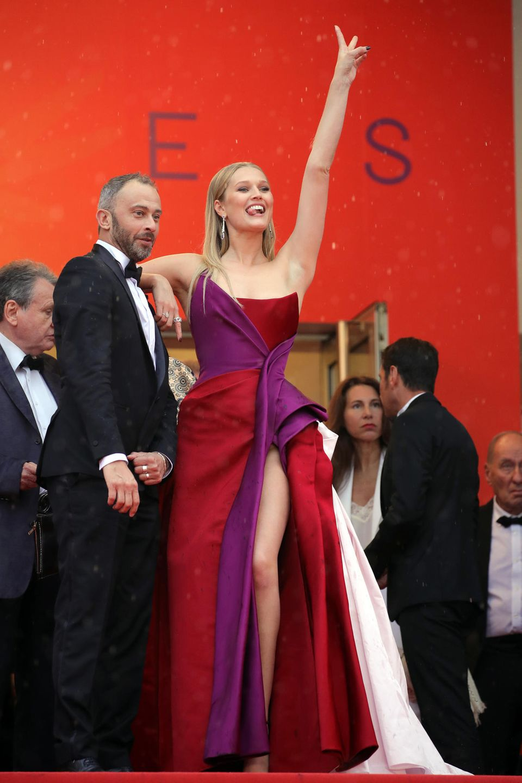 """Model Toni Garrn besucht die """"Les Plus Belles Annees D'Une Vie""""-Premiere."""