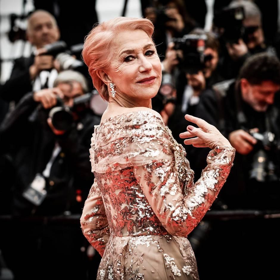 Sie überrascht mit rosa Haaren auf dem Red Carpet