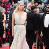 Elsa Hosk tischt uns in Cannes einen Sorbet-Traum von Etro auf.