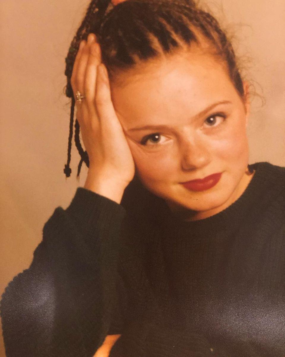 """Geri Halliwell  Wow, wie hübsch:Geri Halliwell teilt auf Instagram einen Schnappschuss, auf dem die""""Spice-Girls""""-Sängerin im zarten Alter von 16 Jahren zu sehen ist. Fotogen - und ambitioniert -war""""Ginger Spice"""" also schon immer, schließlich hat sie bereits schon damals die """"Weltherrschaft"""" geplant, wie Geri in einem Kommentar unter dem Foto verrät."""