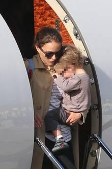 Die Zeiten, in denen Natalie Portman ihren Sohn Aleph auf dem Arm tragen muss, sind schon lange vorbei. Trotzdem scheint der Sohn der Schauspieler nicht gerne zu Fuß zu gehen ...