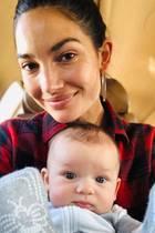 Ein Bild zum Dahinschmelzen! Lily Aldridge teilt auf Instagram einen süßen Schnappschuss mit ihrem drei Monate alten Sohn Winston Roy, der leicht verdutzt in die Kamera schaut.