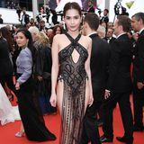 Der rote Teppich in Cannes steht eigentlich für Glamour und Eleganz. Doch Internet-Star Ngoc Trinh schlägt eine andere Richtung ein. Sie setzt lieber auf viel nackte Haut und einen - wie wir finden - unschönen Look.