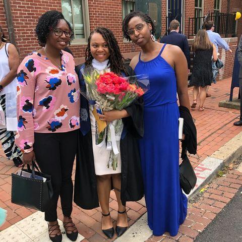 Rashema Melson (Mitte) absolvierte ein Studium an der Elite-Uni Georgetown University.