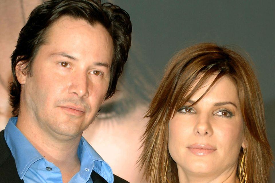 """Keanu Reeves und Sandra Bullock: Bei den Dreharbeiten zu """"Speed"""" hat es zwischen den beiden geknistert"""