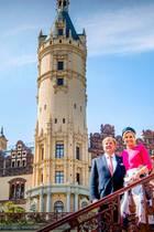 20. Mai 2019  Eine traumhafte Kulisse: Königin Máxima und König Willem-Alexander posieren vor dem Schloss in Schwerin.