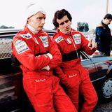 An der Strecke von Castellet in Frankreich unterhält sich Lauda 1983 mit Alain Prost.