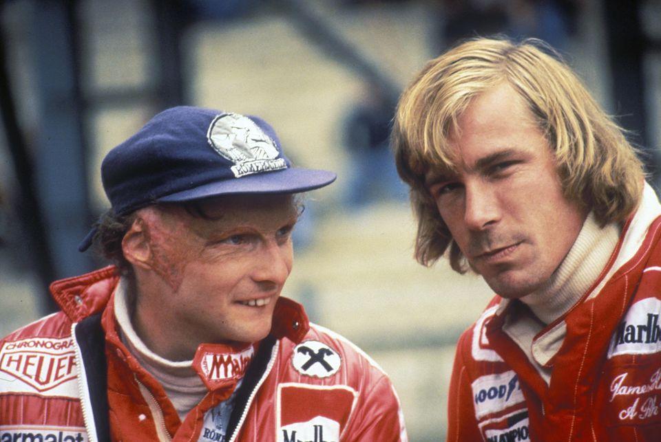 Beim Großen Preis von Belgien 1977 trifft Niki Lauda wieder auf seinen Konkurrenten James Hunt und holt den zweiten Platz. Die Rivalität der beiden Rennfahrer wird 2013 verfilmt.