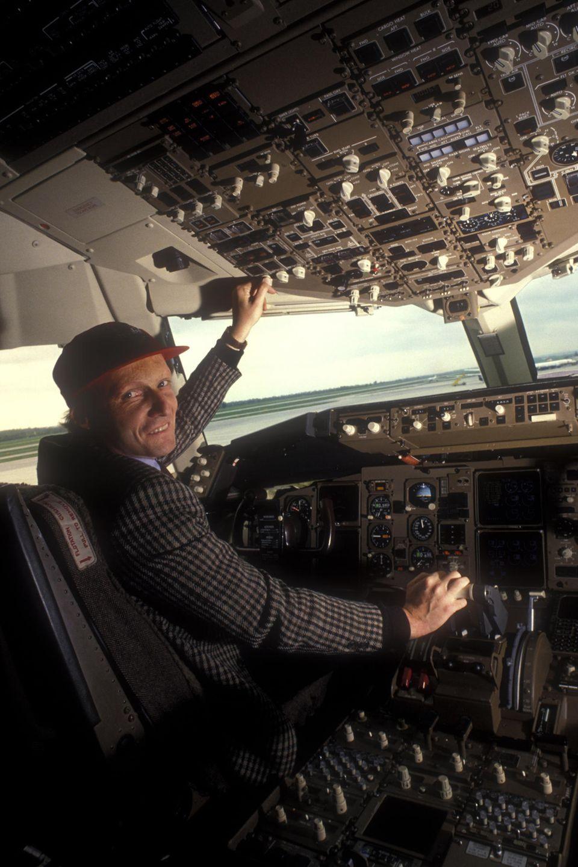 Ende der 70er-Jahre beginnt Lauda, sich der Fliegerei zu widmen, und baut eine eigene Fluggesellschaft auf. 1979 gründet er Lauda Air. Die Fluggesellschaft wird ab 2004 eine 100-prozentige Tochter von Austrian Airways, 2013 wird die Marke endgültig aufgegeben.
