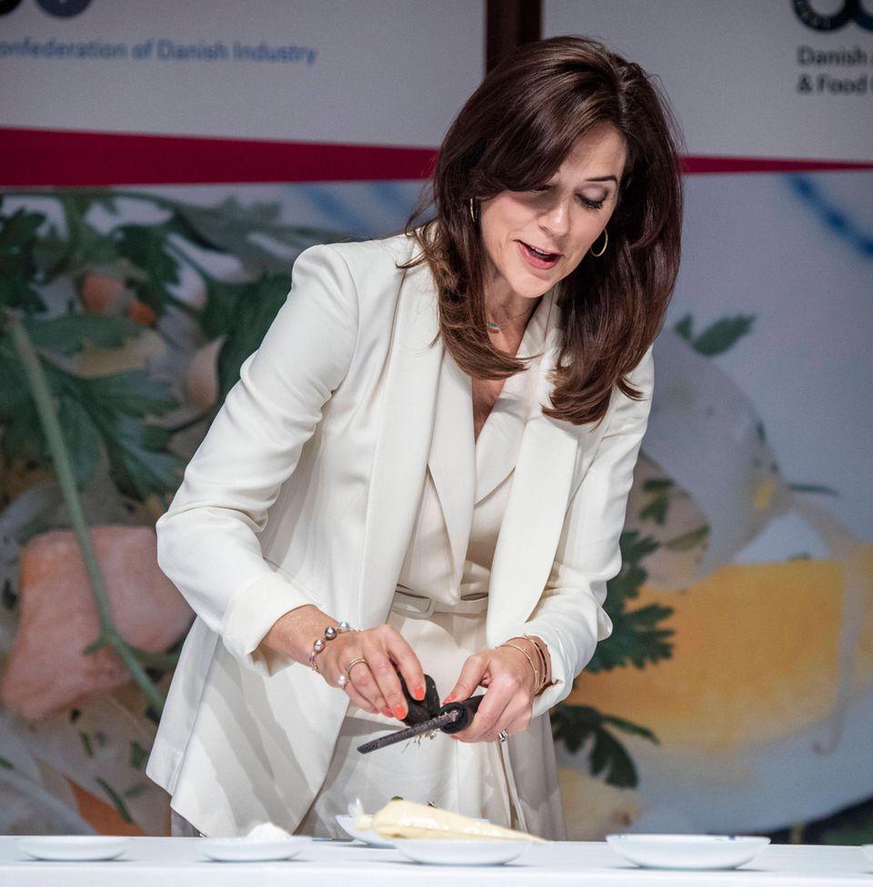 Bei einem Seminar über dänische und koreanische Küche im Shilla Hotel in Seoul bereitet Prinzessin Mary edle Speisen zu ...