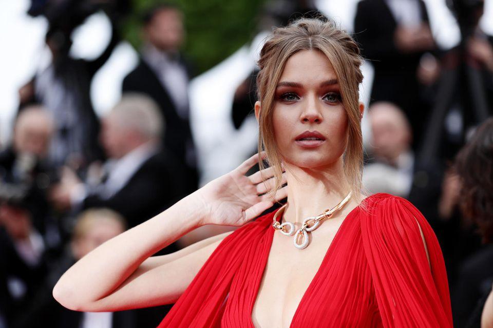 Das dänische Model Josephine Skriver bezaubert auf dem Roten Teppich.