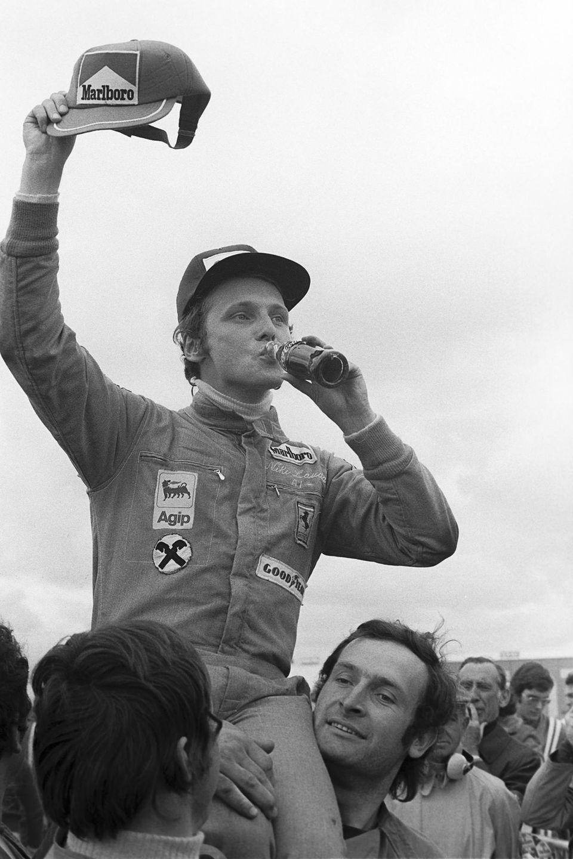 Beim Großen Preis von Spanien 1974 feiert Lauda seinen ersten Sieg für Ferrari.