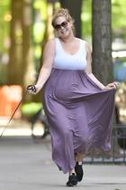 18. Mai 2019  Der frisch gebackenen Mutter scheint es knapp zwei Wochen nach der Geburt ihres ersten Sohnes schon wieder bestens zu gehen: Gut gelaunt hüpft die Schauspielerin durch die Straßen von New York.